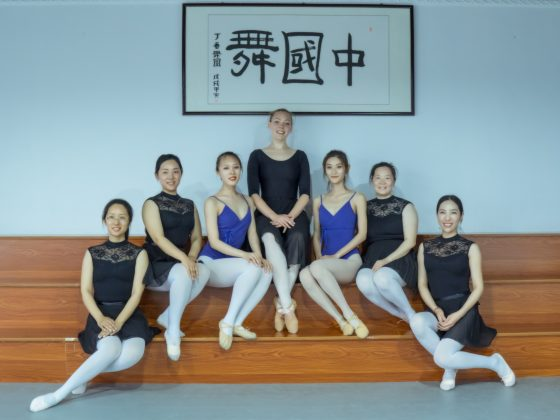 Loura Sita van Krimpen teaching ballet in Zhengzhou China