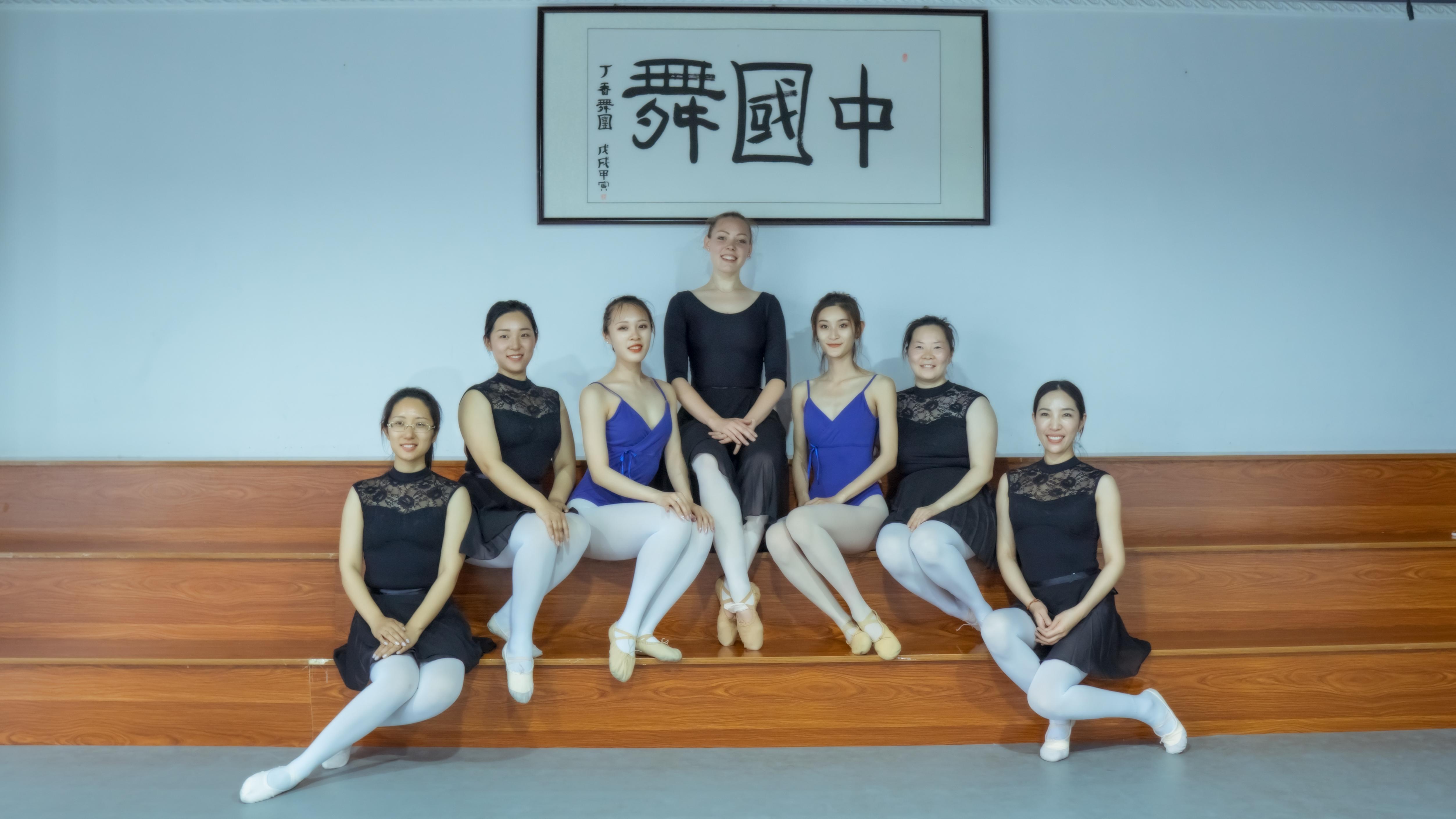 Loura Sita van Krimpen teaching ballet in Zhengzhou China